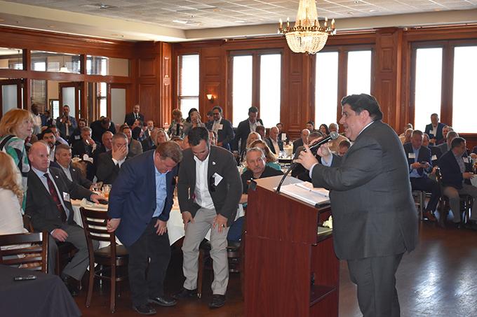 g-gov-podium5